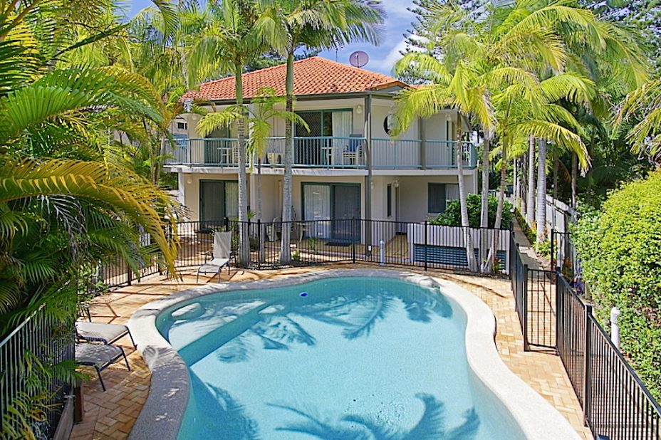 swimming pool apartments byron bay