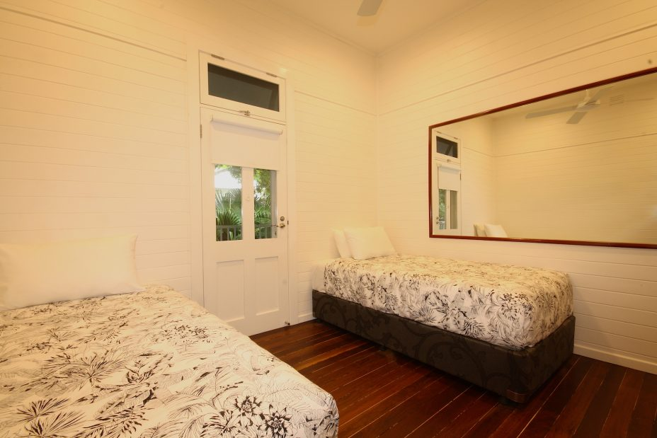 Cavvanbah Seaside Cottage twin bedroom