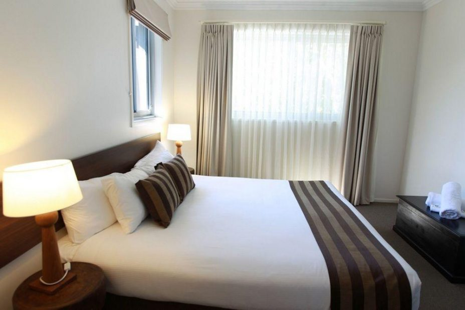 Byron Bay Hotel and Apartments King bedroom